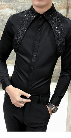 Play left of the detail. Amazing, unusual dress shirt with holster detailing with such a perfect look for formal and party events, recommended for weddings! Outfits Casual, Mode Outfits, Suit Fashion, Mens Fashion, Fashion Outfits, Unusual Dresses, Mode Costume, Designer Suits For Men, Indian Men Fashion