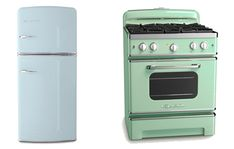 mint green stove + sky blue fridge = kitchen happiness