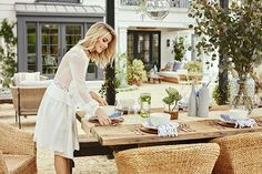 Better Homes & Gardens' January issue is out on the stands with a beautiful surprise. We are invited into the home of singer, dancer, actress and (my) favorite Dancing With The Stars judge – Julianne… View Post