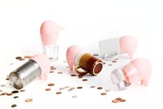 Greedy Pig : Turn empty containers into piggy banks.