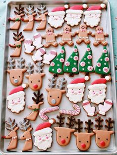 (Video) How to Decorate Christmas Cookies Simple Designs for Beginners Video Re. (Video) How to Decorate Christmas Cookies Simple Designs for Beginners Video Rezept Easy Christmas Cookie Recipes, Christmas Sugar Cookies, Christmas Desserts, Christmas Treats, Christmas Baking, Gingerbread Cookies, Christmas Decorations, Holiday Cookies, Reindeer Cookies