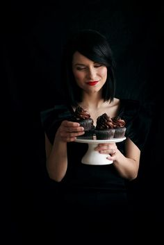 Call Me Cupcakes Linda Lomelino - Bass player, photographer, food stylist, baker, blogger and much more.