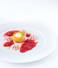 Eierlikörmousse im Möhrenkuchen mit Rhabarber-Eis und Rhabarber-Ingwer-Kompott [Gastartikel]