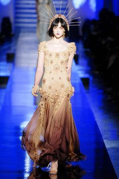 Jean Paul Gaultier Spring 2007 Couture - Runway Photos - Fashion Week - Runway, Fashion Shows and Collections - Vogue Jean Paul Gaultier, Paul Gaultier Spring, Couture Mode, Couture Fashion, Runway Fashion, Fashion Trends, Dark Fashion, High Fashion, Fashion Show