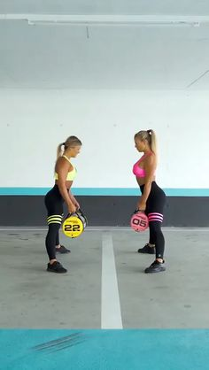 5 fitness trends you should try Full Body Workout -HIIT gt; 5 fitness trends you should tryFull Body Workout -HIIT gt; 5 fitness trends you should try Workout Hiit, Gym Workouts, At Home Workouts, Cardio, Full Body Workouts, Sandbag Workout, Hiit Workout Videos, Extreme Workouts, Dumbbell Workout