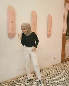 Casual Hijab Outfit, Ootd Hijab, Casual Outfits, Hijab Fashion Inspiration, Style Inspiration, Muslim Hijab, Girl Fashion, Fashion Outfits, Simple Outfits
