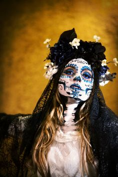 day of the dead flower headband por KIKADREAM en Etsy Sugar Scull, Sugar Skull Art, Day Of Dead Tattoo, Sugar Skull Halloween, Sugar Skull Costume, Face Paint Makeup, Zombie Face Paint, Dead Makeup, Day Of The Dead Art