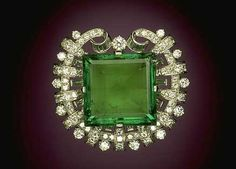 Hooker Emerald Brooch, on display at The Smithsonian Institute of Natural History in Washington, D.C. photo image