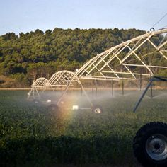 Elegir el conjunto de aspersión del Pivot requiere analizar con detenimiento la textura y la tasa de infiltración del suelo y la tasa de aplicación de agua