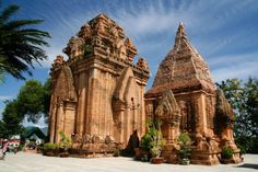 Po Nagar Cham towers in Vietnam The overall architecture of Po Nagar Cham towers consists of three floors. The first floor that lies on the ground was the gate tower but now, it is no longer located here. From this floor, there are stone steps leading to the second floors.