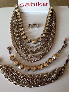 Sunny off in April Chain Jewelry, Crystal Jewelry, Crystal Beads, Swarovski Crystals, Jewelry Making, Pearl Necklace, Beaded Necklace, Bling Bling, Jewelry Ideas