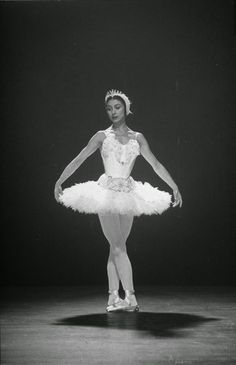vintage everyday: Beautiful Black & White Photos of Margot Fonteyn in Sadler's Wells Ballet in 1949