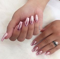 Want to know achieve the ultimate shiny and cute nails! Our how to do chrome nails guide will have your manicure looking show-stopping. Pink Chrome Nails, Metallic Nails, Pink Nails, Acrylic Nails Chrome, Opi Pink, Pink Manicure, Sparkly Nails, New Year's Nails, Hot Nails