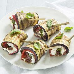 Gevulde aubergine rolletjes - Leuke recepten Vegetarian Recepies, Vegetarian Cooking, Veggie Recipes, Healthy Cooking, Quick Healthy Meals, Healthy Snacks, Healthy Recipes, Healthy Diners, Vegas