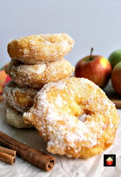 Delicious apple rings in a crispy light batter, coated in cinnamon sugar. Serve warm with a drizzle of syrup or ice cream.A perfect, quick & easy dessert Quick Apple Dessert, Quick Easy Desserts, Delicious Desserts, Yummy Food, Fruit Recipes, Sweet Recipes, Cooking Recipes, Cooking Stuff, Amish Recipes