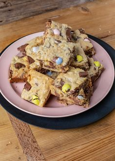 Broken Bunny Blondies With Leftover Easter Candy - Rachael Ray Show - Broken Bunny Blondies With Leftover Easter Candy Grant Melton's Broken Bunny Blondies With Leftover Easter Candy - Holiday Desserts, No Bake Desserts, Dessert Recipes, Fun Baking Recipes, Easter Recipes, Chocolate Bunny, Easter Candy, Dessert Bars, Blondies