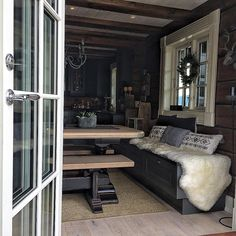 #maison #bonytt #interior4all #interior444 #interior4you1 #interior#interiør#123hytteinspirasjon #hytteinspirasjon #123interior #cabin#vottage#tømmerhytte#laftehytte#hytteliv#bladethytteliv #vakrehytteroglandsteder#vakrehjemoginteriør #mynorwegianhome