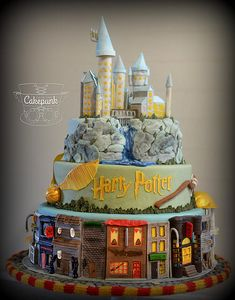A Harry Potter cake that actually has cute colors! Harry Potter stuff never has cute colors! Harry Potter Fiesta, Gateau Harry Potter, Harry Potter Thema, Cumpleaños Harry Potter, Harry Potter Birthday Cake, Harry Potter Wedding, Cake Designs, Amazing Cakes, Cake Decorating