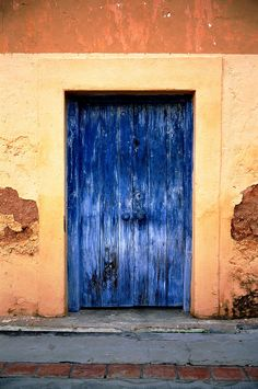 https://flic.kr/p/7xzTvL | Doors of Prison Island, Zanzibar - III | Leica MP, 35mm ASPH Summilux f:1.4, Fuji Velvia 50.