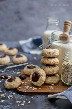 Kókuszos-zabpelyhes csók - DESSZERT SZOBA Oreo, Biscuits, Cereal, Food And Drink, Favorite Recipes, Cookies, Baking, Breakfast, Sweet Stuff