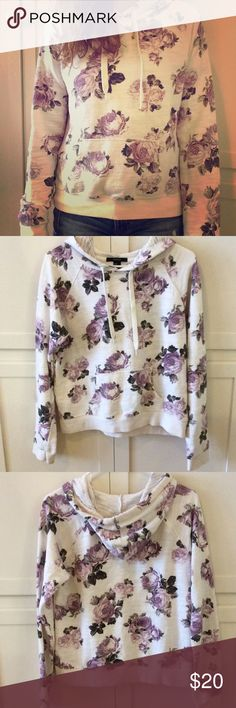 Forever 21 purple floral sweatshirt Gently worn. Size medium but fits like a small. No stains Forever 21 Other