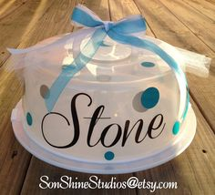 This personalized cake carrier wont get lost at the family reunion! This carrier is very lightweight and makes a cute way to deliver a delicious