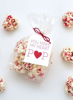 Heart Pops Hi Everyone! I am over at I Heart Naptime sharing a fun Valentine's Popcorn Ball Recipe and free printable. Pop on over.Hi Everyone! I am over at I Heart Naptime sharing a fun Valentine's Popcorn Ball Recipe and free printable. Pop on over. Valentines Day Food, Kinder Valentines, Valentine Treats, Valentine Day Love, Valentines Day Decorations, Valentine Day Crafts, Holiday Treats, Printable Valentine, Homemade Valentines