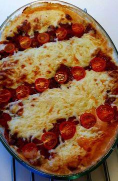 Detta är min absolut favorit pastagratäng, den blir riktigt krämig och oemotståndligt läcker. Helt vegetarisk dessutom. En riktig fullträff! Knepet för att få den krämig och är att ha pastavatten i gratängen innan den bakas i ugnen. Aldrig mer en torr pastagratäng Lidl, Pepperoni, Picnic, Pizza, Eat, Recipes, Food, Spaghetti, Recipies
