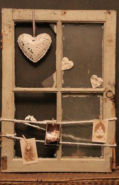 Oud raampje...met wat leuke dingen en je hebt een uniek stuk voor aan de muur of in het raamkozijn!