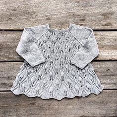 Ravelry: Peacock dress pattern by Pernille Larsen Lace Knitting, Baby Knitting Patterns, Baby Patterns, Knit Crochet, Knit Baby Dress, Knitted Baby Clothes, Ravelry, Peacock Dress, Bobe