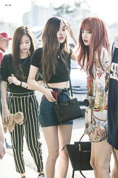 rose,jennie and lisa (blackpink) Blackpink Fashion, Korean Fashion, Fashion Outfits, Womens Fashion, Jenny Kim, Kpop Mode, Kim Jisoo, Jennie Blackpink, Airport Style