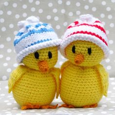 A Collection of Crochet Chicken Free Patterns: Easter Chick Crochet ideas and Home Decor Crochet Birds, Easter Crochet, Cute Crochet, Crochet For Kids, Crochet Animals, Crochet Crafts, Crochet Dolls, Yarn Crafts, Crochet Baby