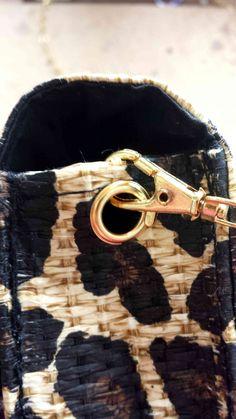 How to turn a clutch into a shoulder bag is on my blog idimin.berlin #diy #selfmade #tutorial #doityourself #handmade #crafting #crafts #basteln #fashion #clutch #handbag #Tasche #Abendtasche #chain