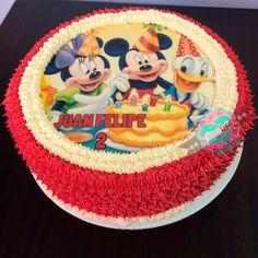 Torta Mickey Mouse Realiza tu pedido por; WhatsApp: 3058556189, fijo 8374484  correo info@amaleju.com.co Síguenos en Twitter: @amaleju / Instagram: AmaLeju Cupcakes, Mickey Mouse, Birthday Cake, Twitter, Desserts, Instagram, Food, Themed Cakes, Cream