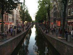 Amsterdam   Red light district Lekker Aziatisch eten op de Zeedijk en een biertje nemen in een gezellige kroeg..