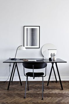 Minimalistic and modern home office with an inspiring expression. The lamp and desk are from HAY.