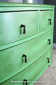 Annie Sloan Antibes Green Chalk Paint & a coat of AS clear Wax – Are you green with envy? Furniture Projects, Furniture Makeover, Diy Furniture, Painting Furniture, Upcycled Furniture, Wood Projects, Antibes Green, Green Painted Furniture, Chalk Paint Colors