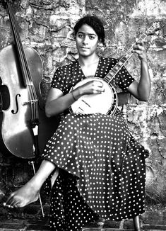 Mezi Bondye - Thank You Good Lord by Leyla McCalla, Folk music from New Orleans, LA on ReverbNation Music Corner, Vintage Black Glamour, Blues Artists, Let Your Hair Down, Folk Music, Press Photo, African American History, Down Hairstyles, Beautiful People