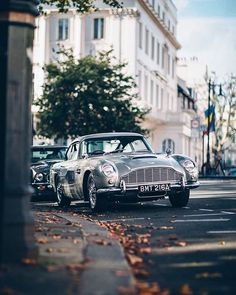 Mercedes Benz – One Stop Classic Car News & Tips Aston Martin Db5, Retro Cars, Vintage Cars, Vintage Travel, Classic Car Garage, Mercedes Benz, Bond Cars, Classic Motors, Classic Cars