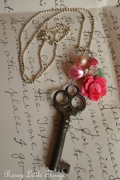 レ O √ 乇 key to my heart X ღɱɧღ Under Lock And Key, Key Lock, Antique Keys, Vintage Keys, Key Jewelry, Jewelry Making, Dragonfly Jewelry, Jewlery, Key Crafts