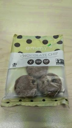 Banshee's Breakfast: Review: Emmy's Chocolate Chip Macaroons