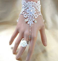 1 piece of fingerless Bridal wedding ivory vintage lace Slave Ring Chain Bracelet /Gloves