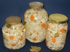 Merge de minune langa o friptura sau tocanita. Canning Pickles, Romanian Food, Hungarian Recipes, Romanian Recipes, Tasty, Yummy Food, Pastry Cake, Home Food, Canning Recipes