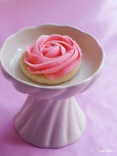 rose sugar cookies by carissa