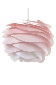 Wir lieben diese Pendelleuchte im zarten Blush Rosa mit Ombre Effekt! // Lampe Pendellampe Pink Wohnzimmer Ceiling Lamp, Ceiling Lights, Blush Rosa, Bedroom Design Inspiration, Bedroom Paint Colors, Pink, Table Lamp, Interior, Bedroom Ideas