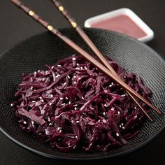 Red cabbage cooked with sesame Vegan Kitchen, Kitchen Recipes, Cooking Recipes, Veggie Recipes, Fall Recipes, Healthy Recipes, Healthy Dishes, Healthy Cooking, Appetizers For Party
