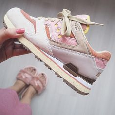 Sneakers women - Saucony Courageous x Feature (©esthervanadrichem)