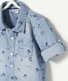LA CHEMISE BRUNETTE : Canon cette chemise imprimée palmiers pour nos boys ! LA CHEMISE IMPRIMEE, col chemise, manches longues, ouverture par boutons, imprimé palmiers.