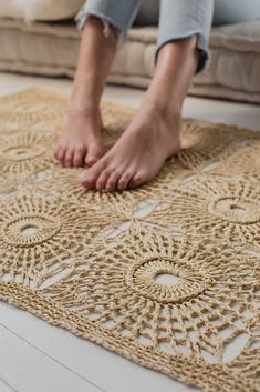 Opportunities abound with this square-motif raffia crochet rug pattern! Featuring a textured circle pattern made by crocheting front and back post stitches with a sturdy plant fiber, the First Light Rug by Gwen Buttke McGannon has a strong organic quality Crochet Home Decor, Diy Crochet, Crochet Summer, Crochet Rugs, Crochet Rug Patterns, Knitting Patterns, Interweave Crochet, Plant Fibres, Circle Pattern