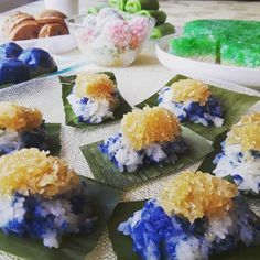 #pulutinti #nyonyakueh #kuehmueh #baba #babanyonya #peranakan #peranakanfood #malaysianfood #nyonyafood #nyonya  #nyonyacuisine #nyonyacooking #nyonyarecipe #malaysia #malaysianfood #straitschinese #malacca #melaka #singapore #heritage #heritagefood #history #peranakanculture #babanyonyaperanakans Peranakan Food, Nyonya Food, Malaysian Food, Fresh Rolls, Singapore, Cakes, History, Ethnic Recipes, Historia